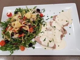fillet mignon sauce roquefort et salade